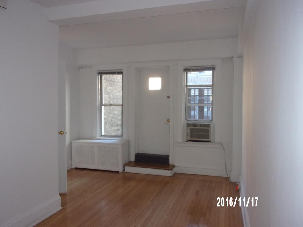 East 39th Street - Photo 0