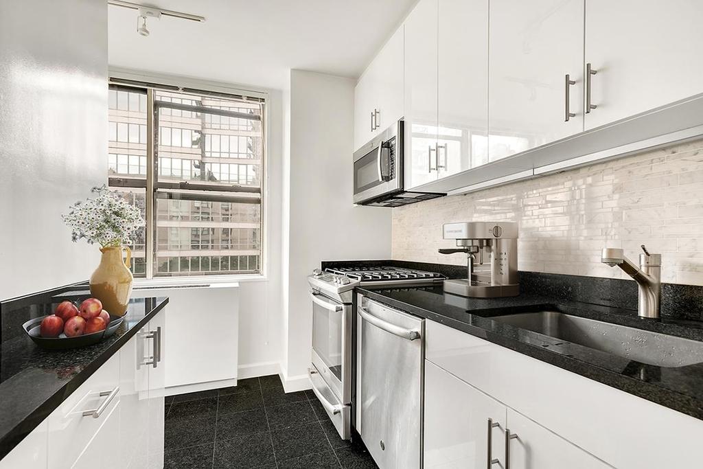 1365 York Avenue - Photo 4