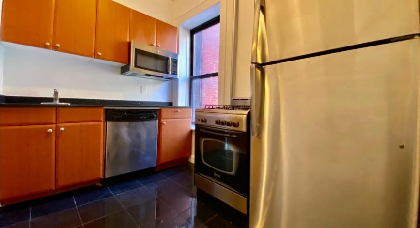 229 East 12th Street - Photo 7