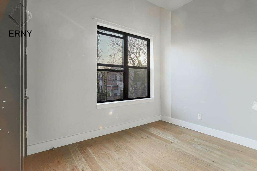 581 Fairview Avenue - Photo 4
