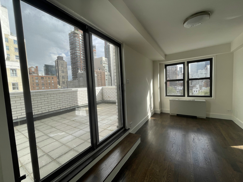 East 64th Street - Photo 10