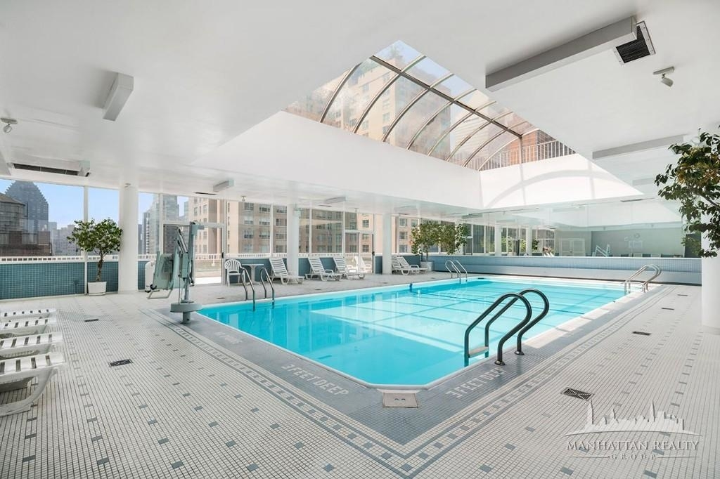 Luxury in the Heart of Midtown - Photo 0