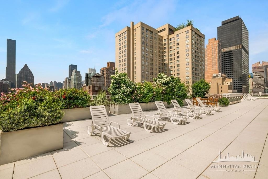 Luxury in the Heart of Midtown - Photo 5