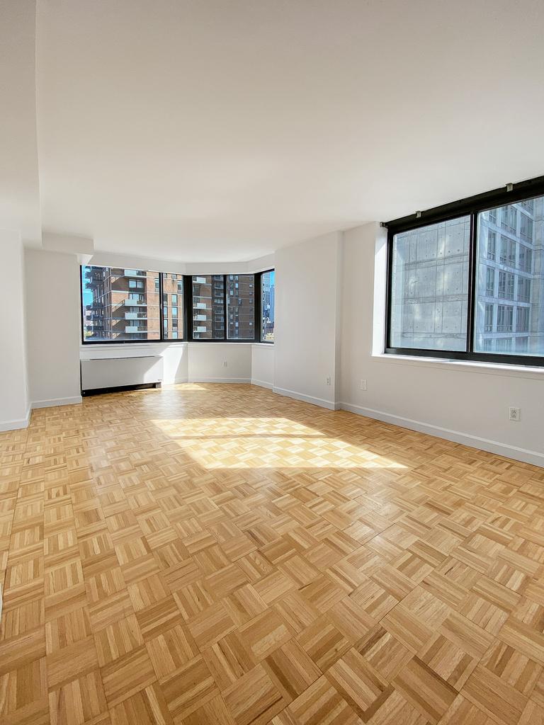 West 42nd Street - Photo 0