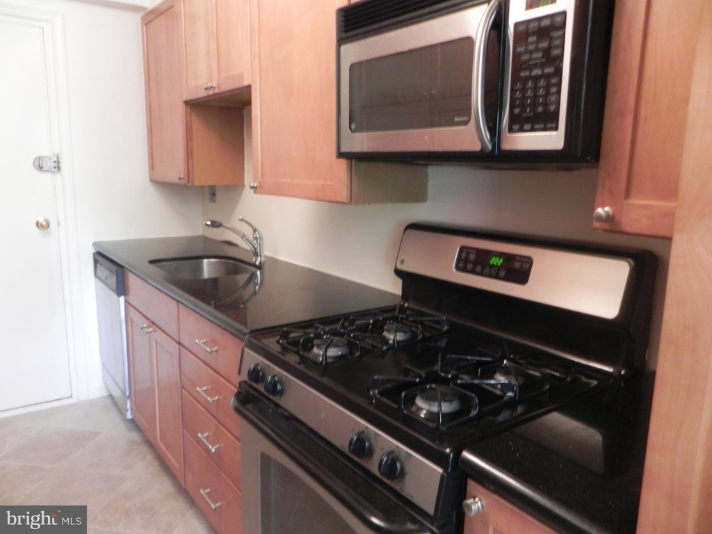4201 Cathedral Avenue Nw - Photo 15