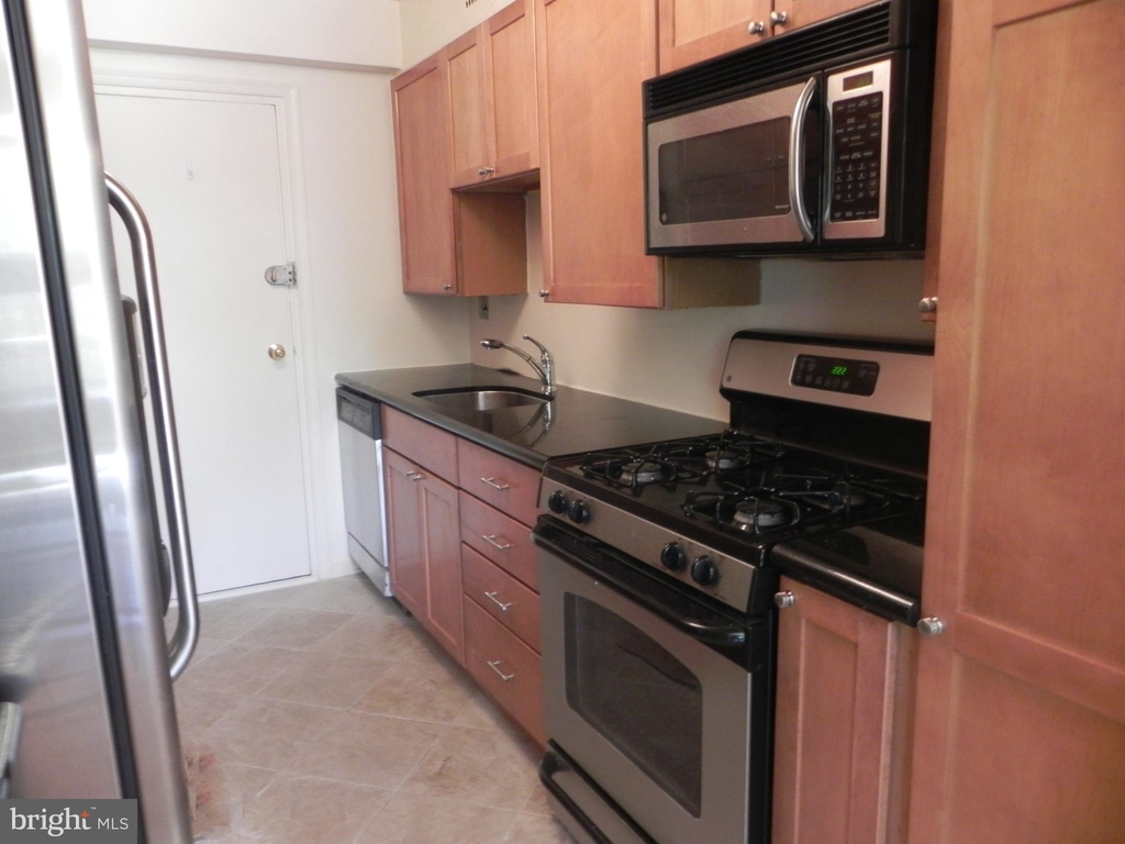 4201 Cathedral Avenue Nw - Photo 13