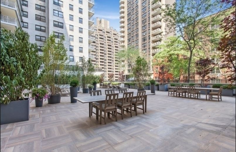 305 East 86th Street - Photo 8