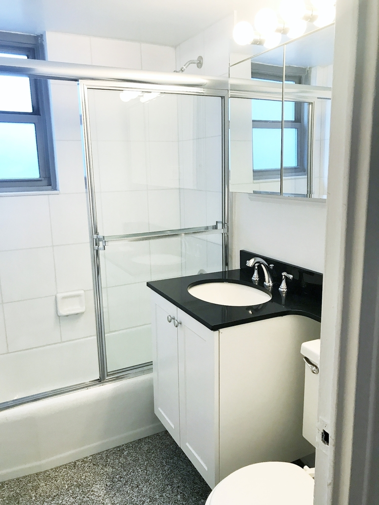 East 63rd St - Photo 3