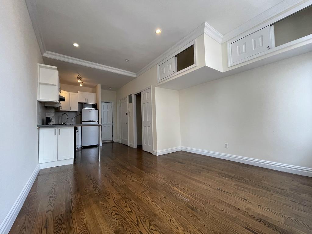 1564 2nd Avenue - Photo 2