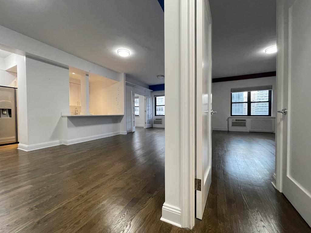 157 East 57th Street - Photo 9