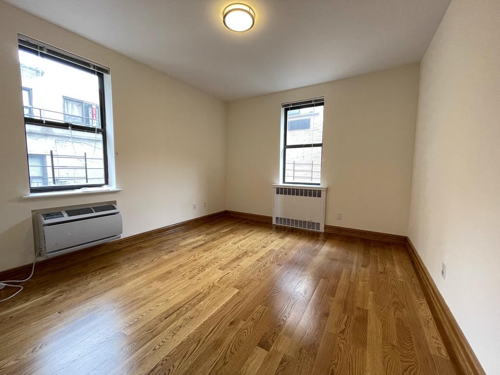 Upper East Side - Photo 8