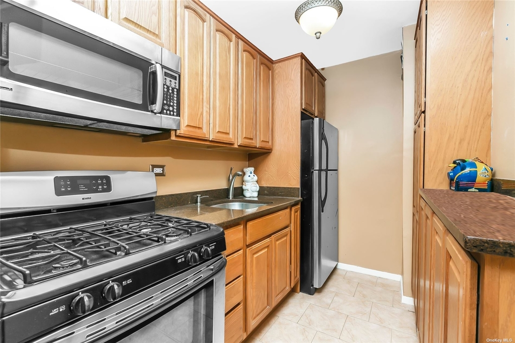 84-09 155th Ave - Photo 5