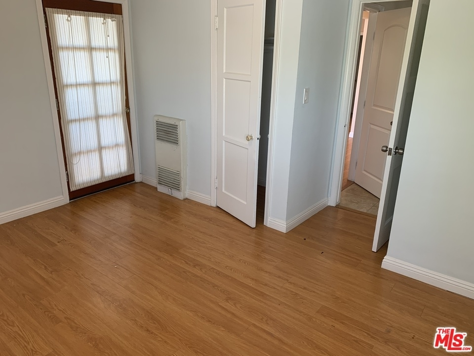 2940 Military Ave - Photo 13