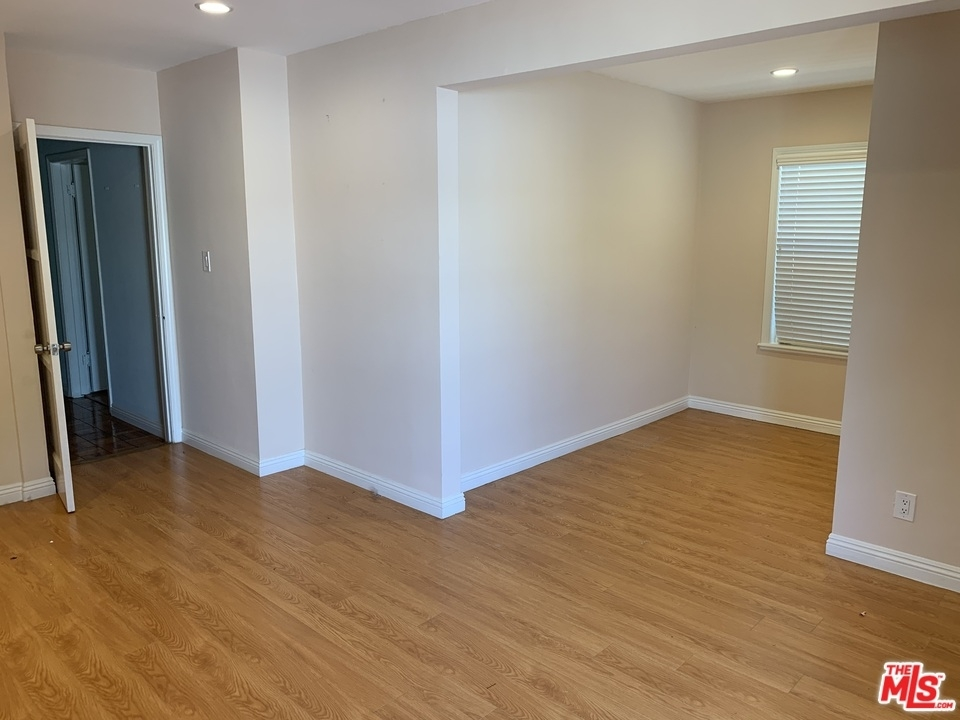 2940 Military Ave - Photo 9