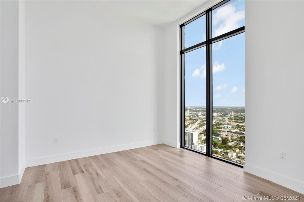 400 Nw 1st Ave - Photo 12