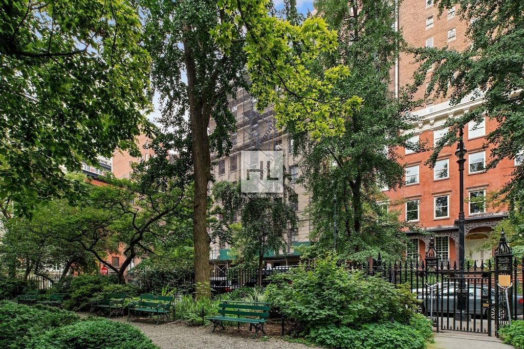 7 Gramercy Park West - Photo 13