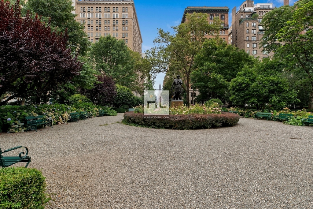 7 Gramercy Park West - Photo 17