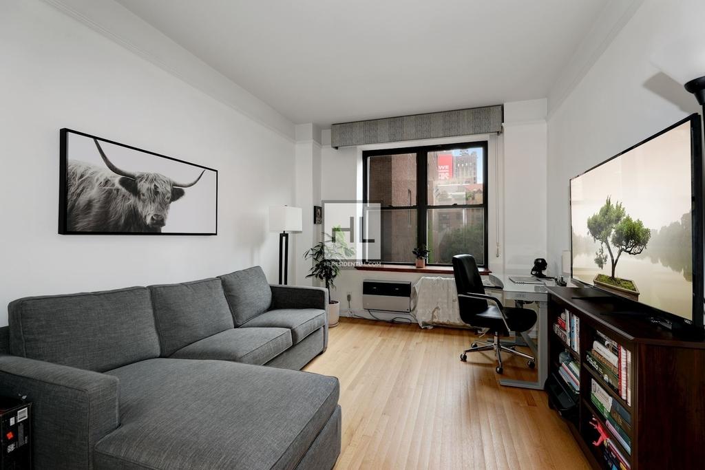 7 Gramercy Park West - Photo 7