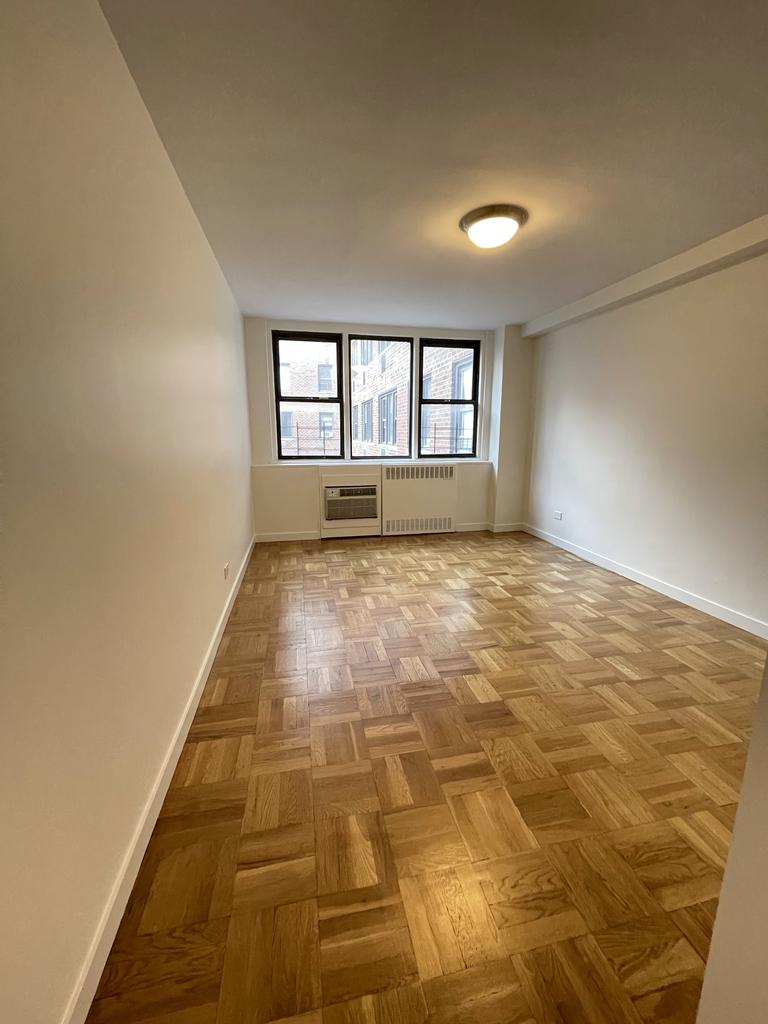 435 East 79th Street - Photo 4