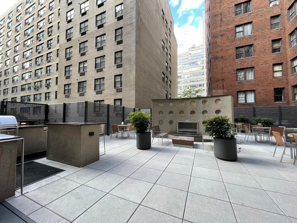 435 East 79th Street - Photo 7