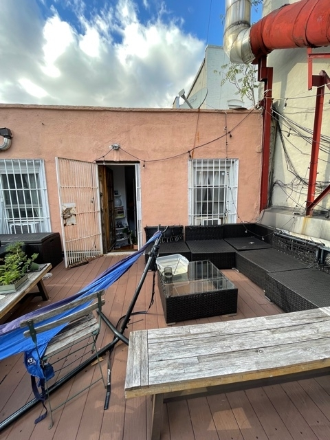 38 Carmine Street - Photo 0