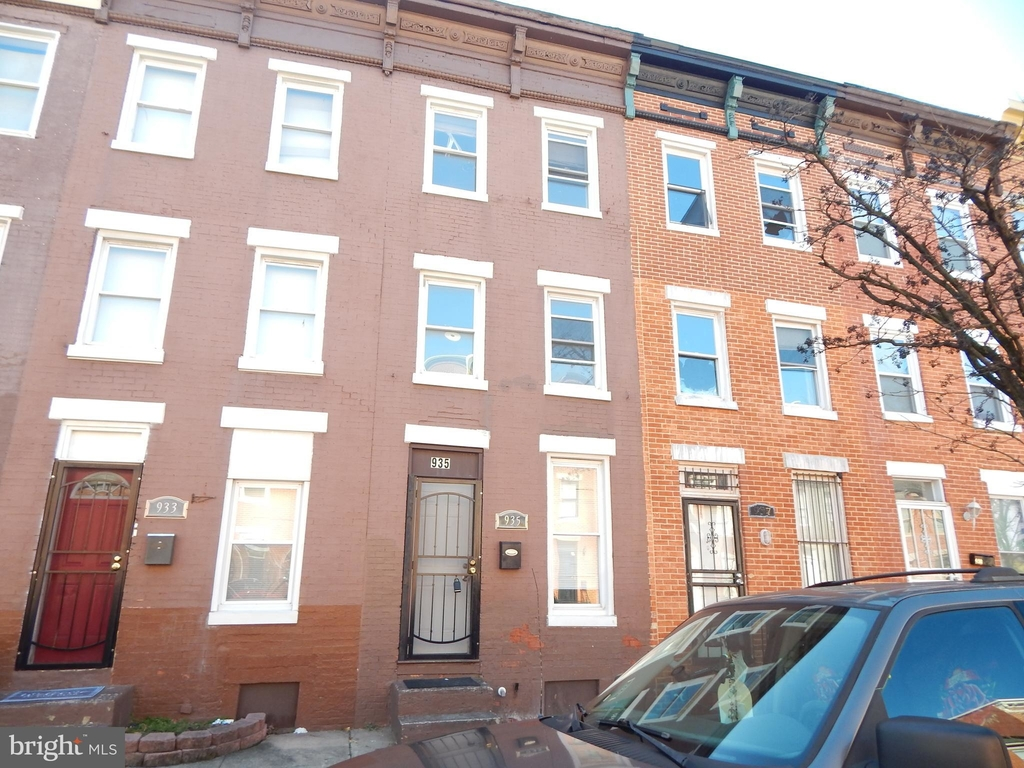 935 W Lombard Street - Photo 1