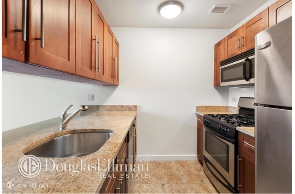 1481 Fifth Ave - Photo 2