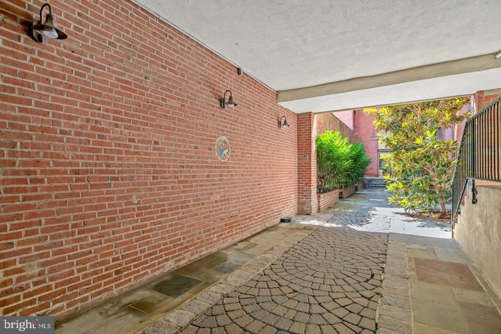 1720 Lombard Street - Photo 4