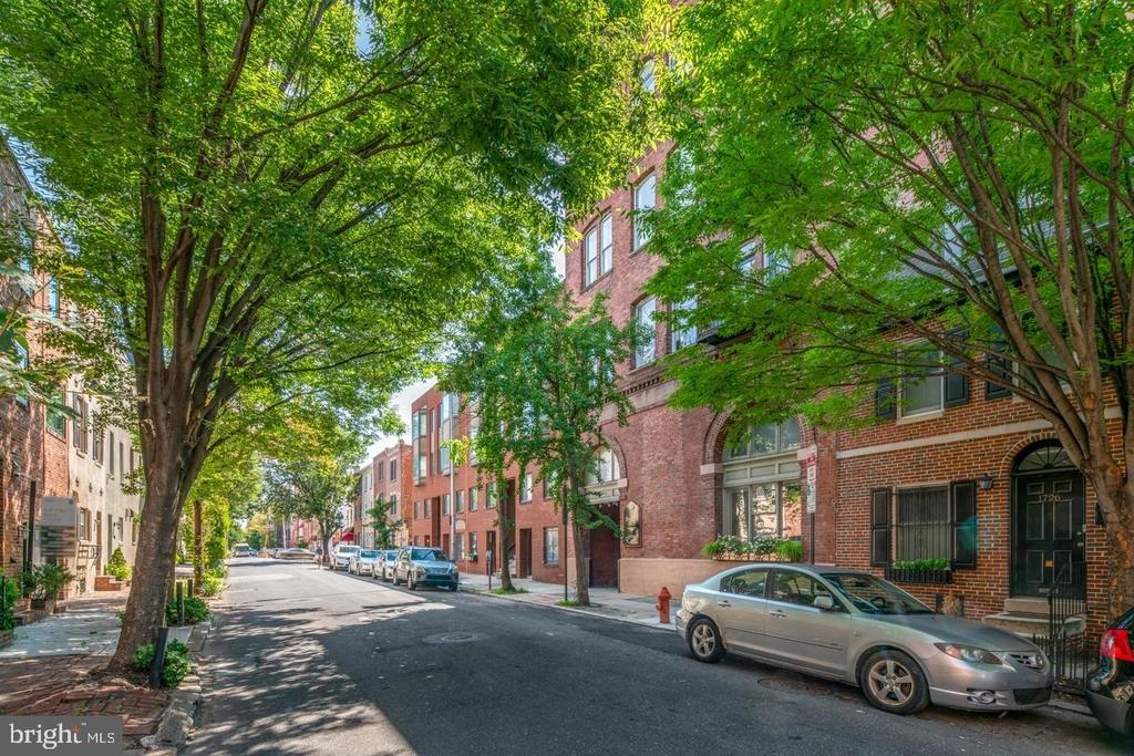 1720 Lombard Street - Photo 1