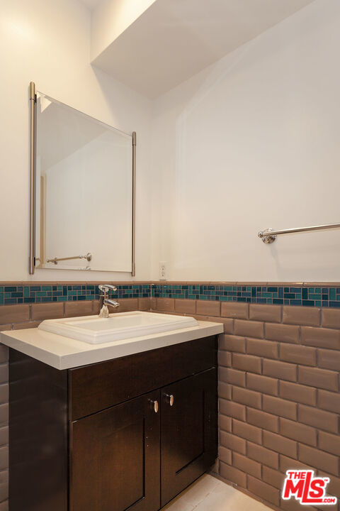 1409 Armacost Ave - Photo 16
