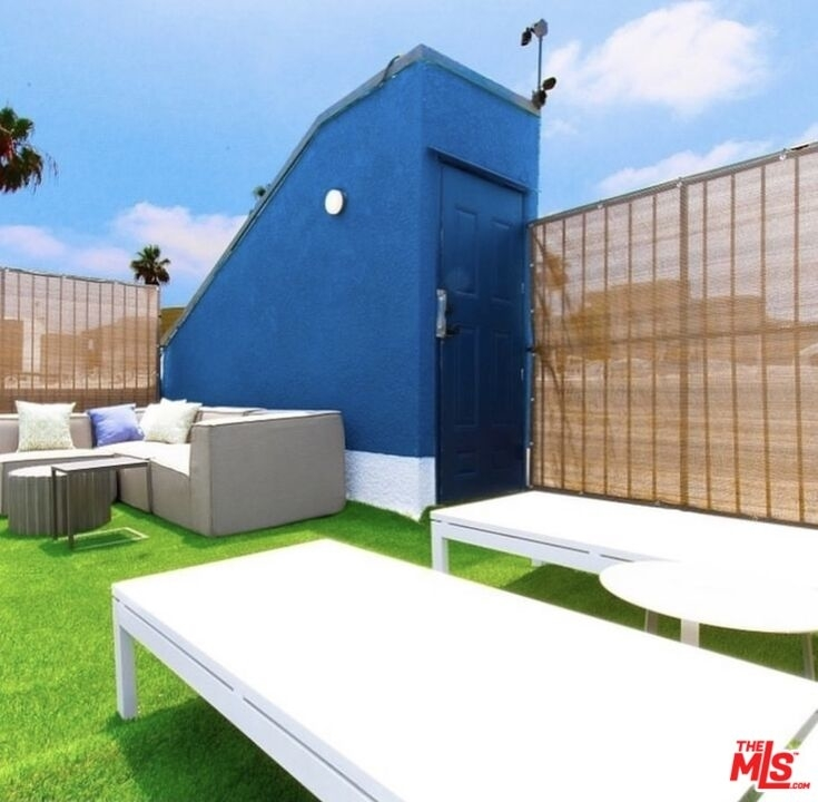 135 N Doheny Dr - Photo 7