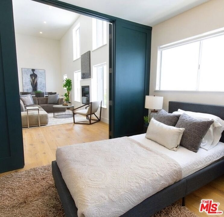 135 N Doheny Dr - Photo 4