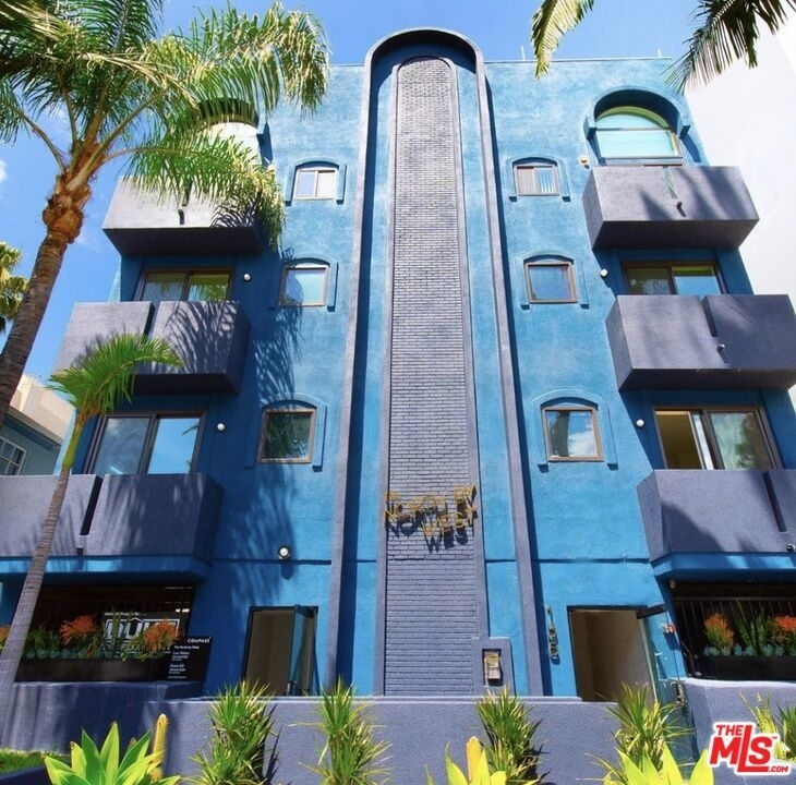 135 N Doheny Dr - Photo 0