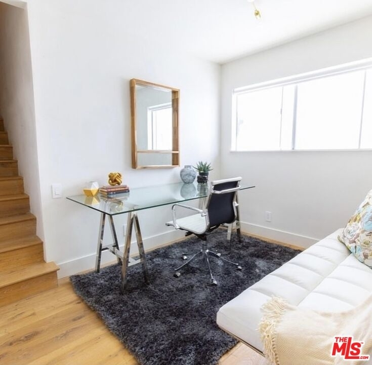 135 N Doheny Dr - Photo 6