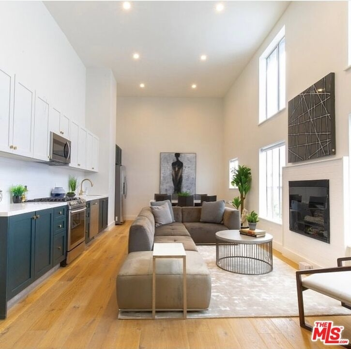 135 N Doheny Dr - Photo 1