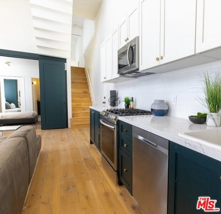 135 N Doheny Dr - Photo 3
