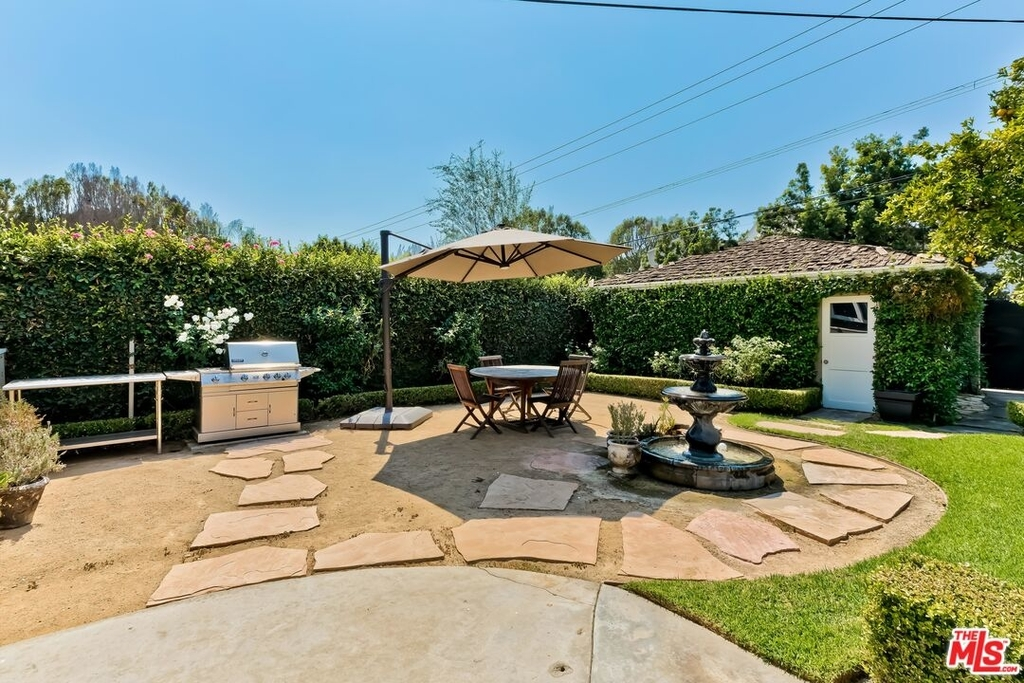 807 N Doheny Dr - Photo 28