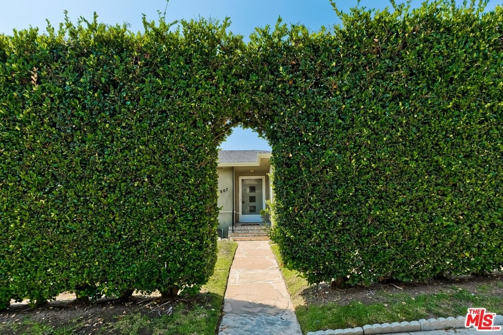 807 N Doheny Dr - Photo 0