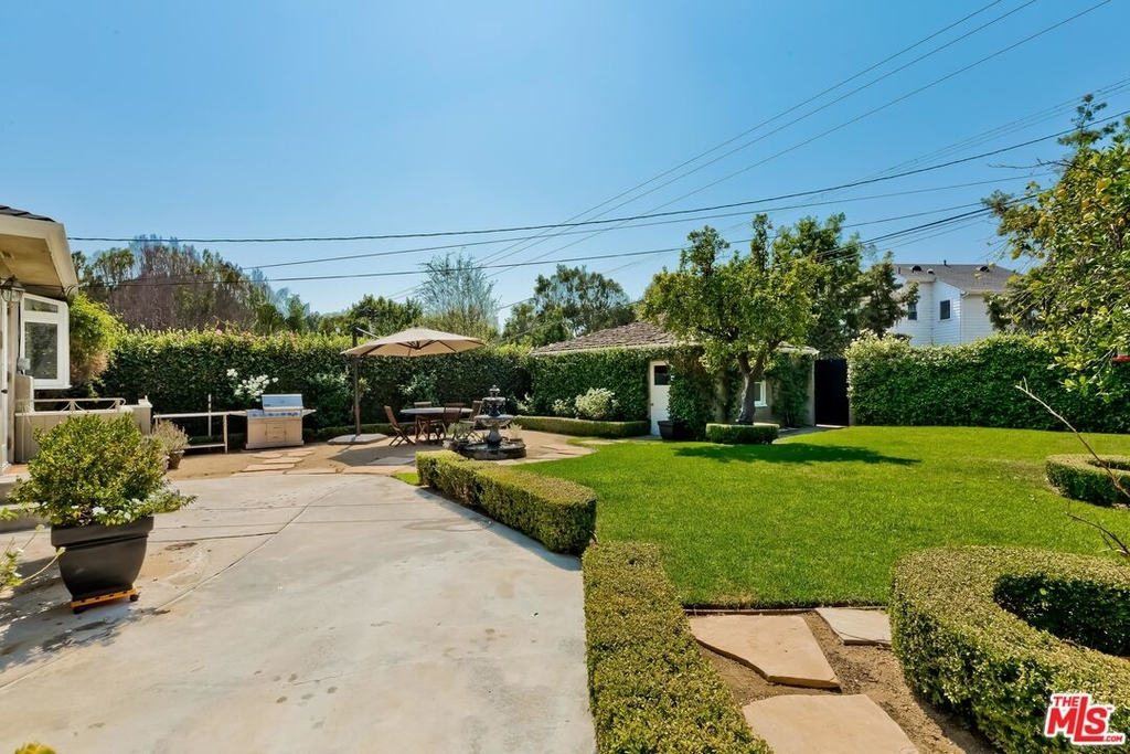807 N Doheny Dr - Photo 27
