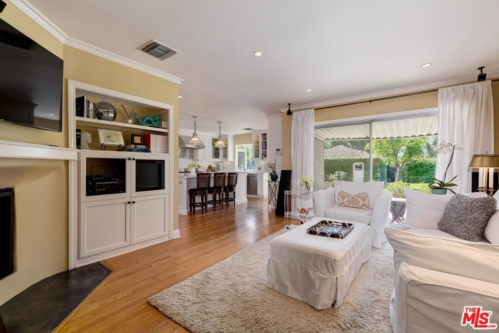 807 N Doheny Dr - Photo 8