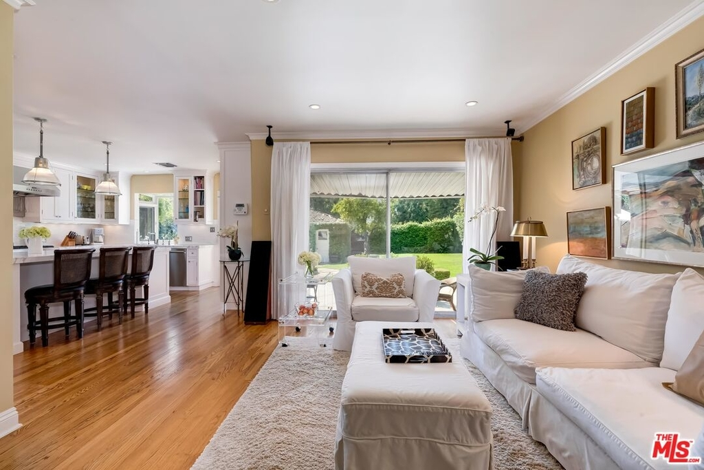807 N Doheny Dr - Photo 9