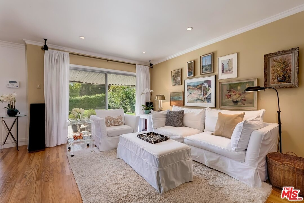 807 N Doheny Dr - Photo 10