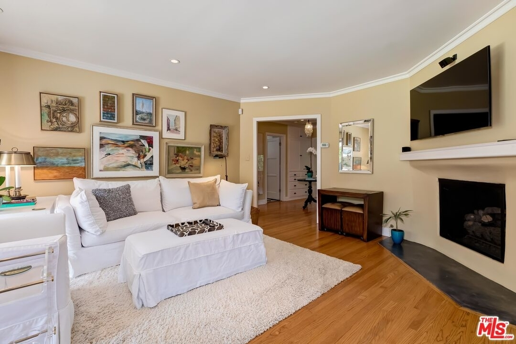 807 N Doheny Dr - Photo 11