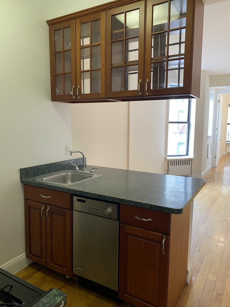 W 119th and Manhattan Ave - Photo 2