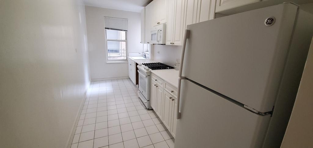 425 East 72nd Street - Photo 4