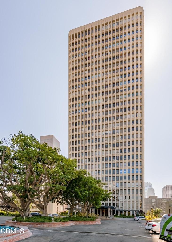 800 W 1st Street - Photo 1