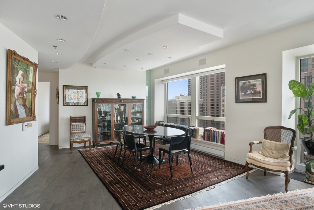 57 East Delaware Place - Photo 6