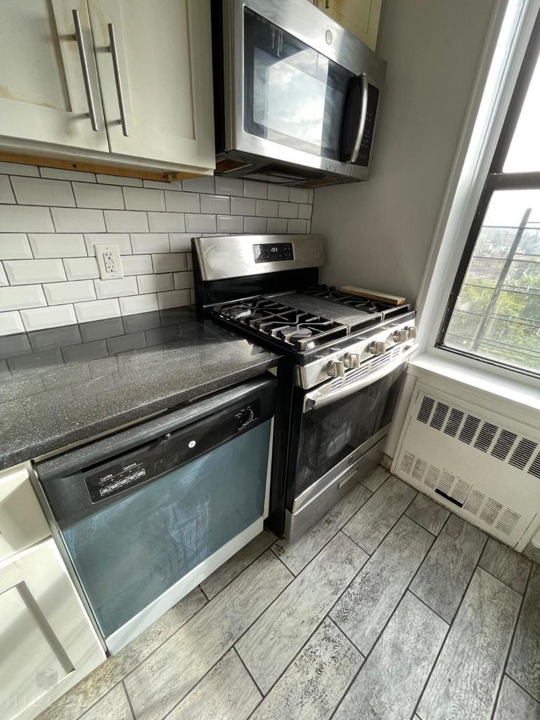 86-11 Whitney Avenue - Photo 3