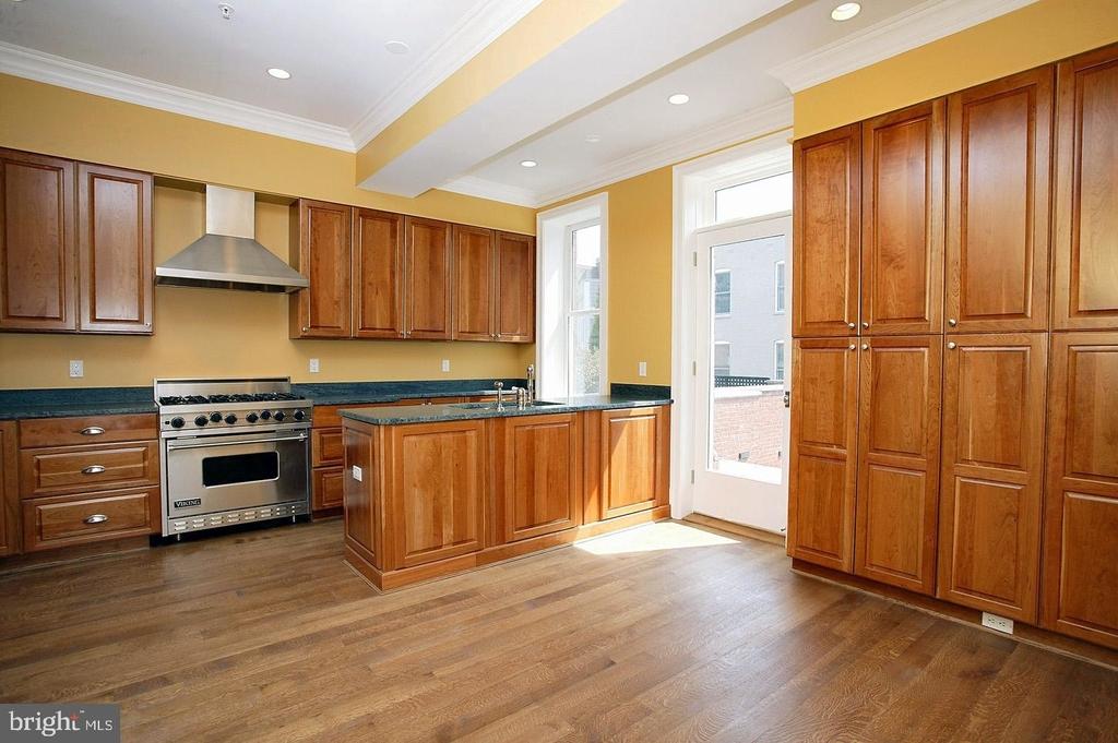 2138 Bancroft Place Nw - Photo 3