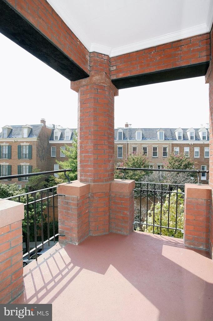 2138 Bancroft Place Nw - Photo 10